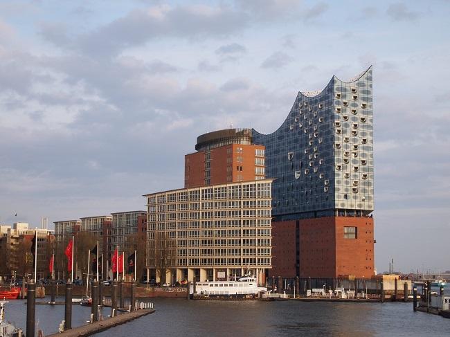ハンブルクに新しく完成したコンサートホール「エルプフィルハーモニー」、展望テラスには無料で上がれちゃいます!