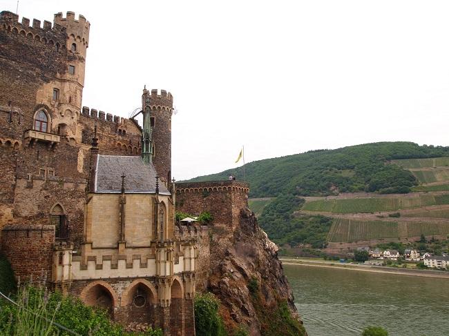 中世の雰囲気が漂う塔の中に宿泊!ラインシュタイン城の古城ホテル