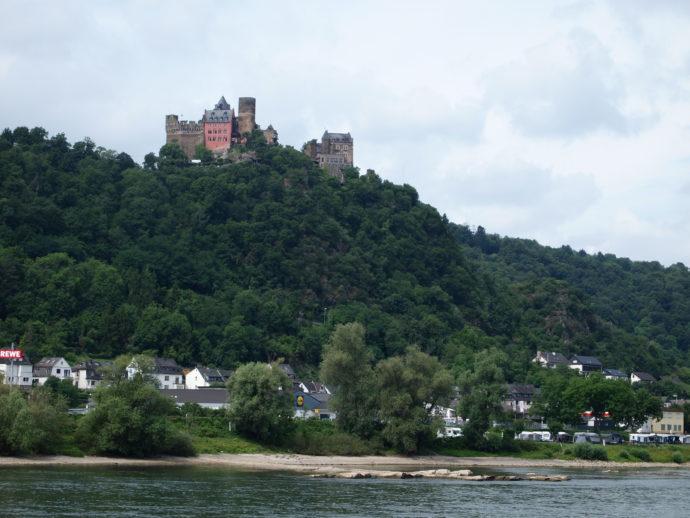 【家族・親戚とドイツ観光】次々と古城が現れるライン川クルーズ