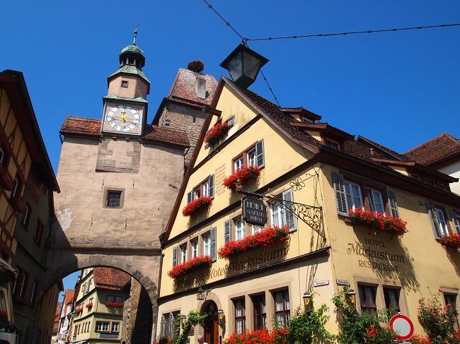 ドイツの「かわいい」がぎゅっと詰まったローテンブルクで町歩きを楽しむ