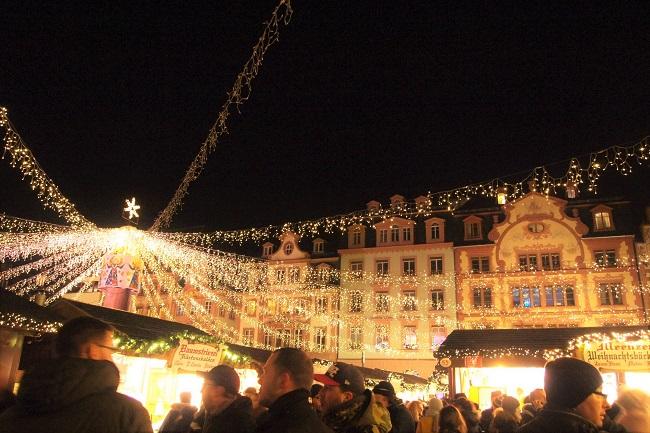 ワインとグーテンベルクの町マインツの星降るクリスマスマーケット