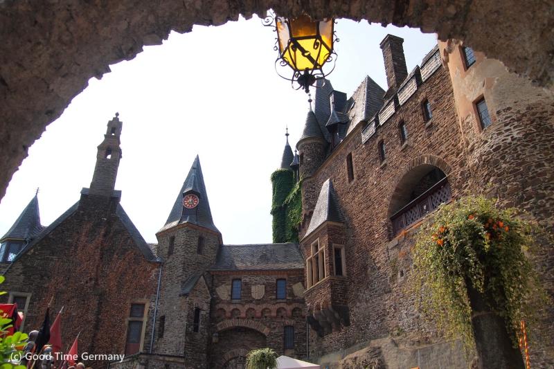 モーゼルワインの町コッヘムで城祭り&絶品白ワインを楽しむ