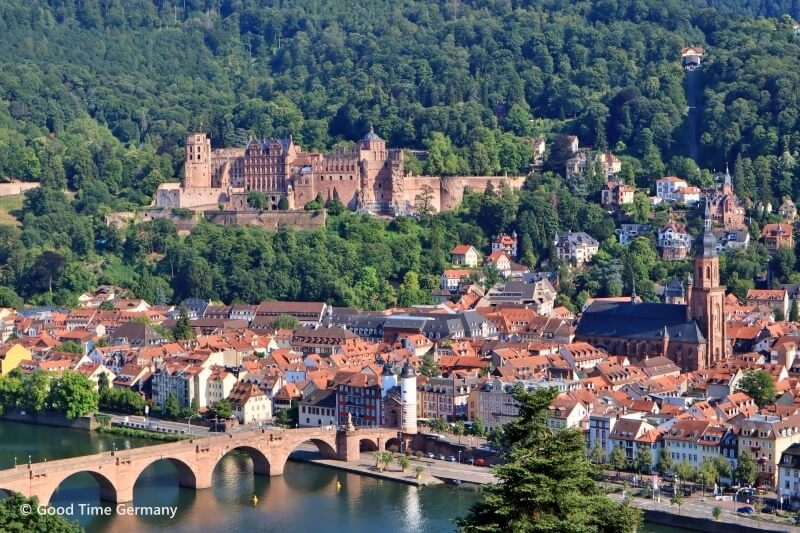 南ドイツ、古城街道にある美しい古都ハイデルベルク