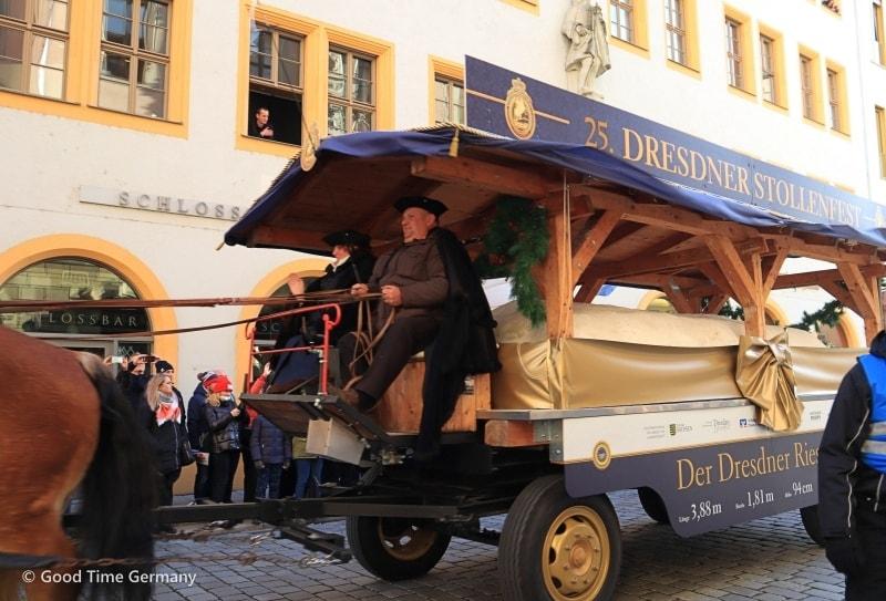 巨大なシュトレンが町を行進!ドレスデンで開催されるシュトレン祭り
