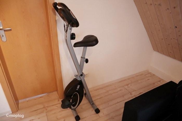 室内での運動 エアロバイク